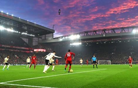 """""""Bức tranh lớn"""" gây chia rẽ bóng đá Anh"""