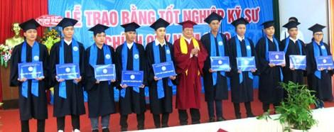 Trường Ðại học Kỹ thuật - Công nghệ Cần Thơ trao bằng tốt nghiệp cho 491 sinh viên