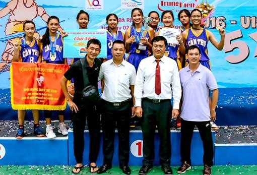 Cú đúp vàng của các cô gái Bóng rổ U18 Cần Thơ