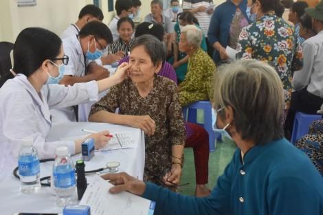 200 bệnh nhân nghèo, cận nghèo được khám bệnh, cấp thuốc miễn phí