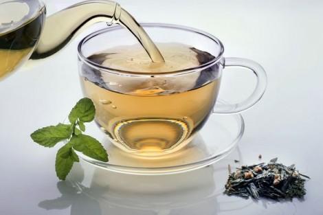Ăn táo và uống trà phòng ngừa bệnh tim
