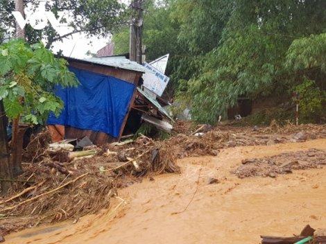 Sạt lở đất vùi lấp nhiều người tại Quảng Nam, lập sở chỉ huy tiền phương tìm kiếm, cứu nạn