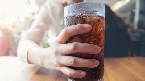 Nước ngọt ăn kiêng cũng liên quan đến tim mạch
