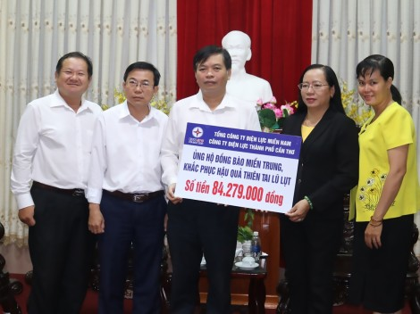 Quyên góp hơn 2,1 tỉ đồng hỗ trợ đồng bào  miền Trung