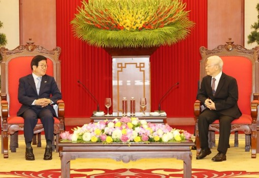 Top leader receives visiting speaker of RoK's parliament