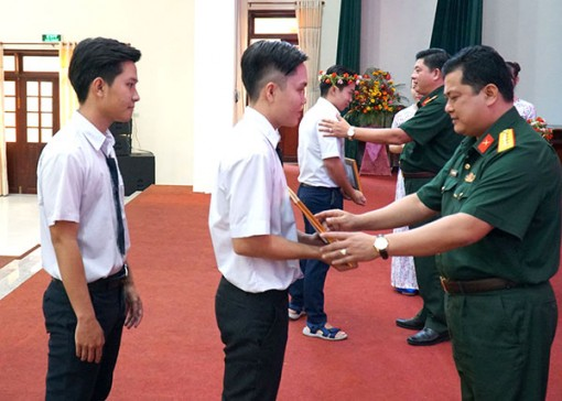 Phối hợp thực hiện tốt công tác tuyển sinh Quân sự