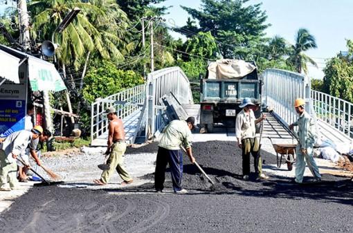 Khắc phục, sửa chữa cầu, đường bị hư hỏng do triều cường