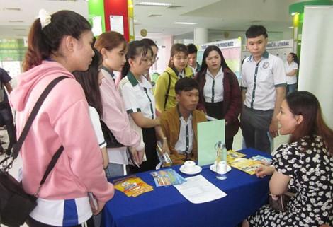 Tổ chức chuỗi sự kiện hoạt động giao dịch việc làm - hội thảo doanh nghiệp
