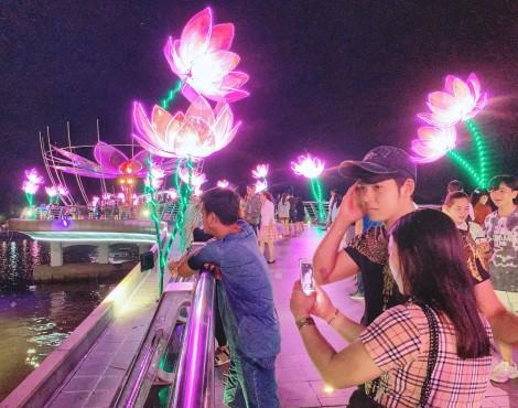 Hơn 96.000 lượt khách tham quan Ngày hội Du lịch - Đêm hoa đăng Ninh Kiều năm 2020