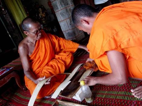 """Kinh lá buông - """"báu vật"""" của đồng bào Khmer Nam Bộ"""
