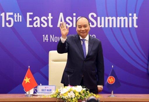 Vietnam successfully escorts ASEAN through a tough year