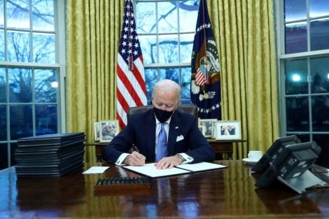 Ngày đầu ông Biden làm chủ Nhà Trắng