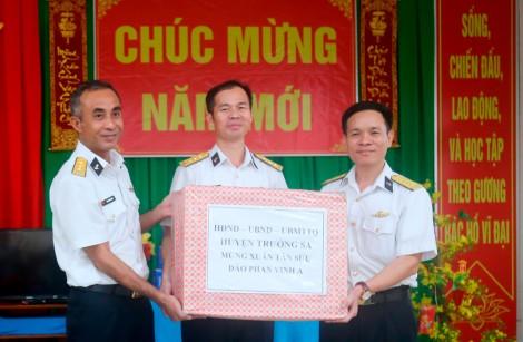 Vùng 4: Hoàn thành chuyến công tác chúc Tết quân và dân huyện đảo Trường Sa