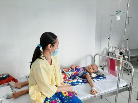 Cậu bé 10 tuổi chống lại nỗi đau bệnh máu trắng