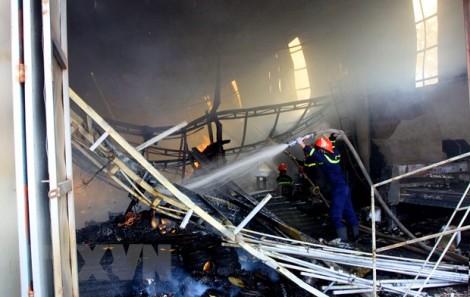 Bến Tre: Dập tắt đám cháy tại cơ sở sản xuất chỉ xơ dừa rộng 500m2