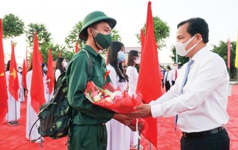 Tổ chức long trọng lễ giao, nhận quân và tiễn 1.702 tân binh nhập ngũ