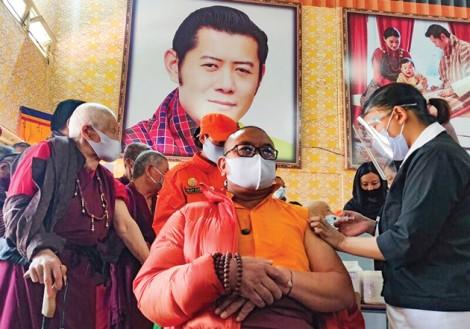 """Bhutan tiêm vaccine """"thần tốc"""""""