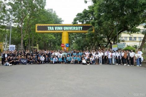 Học sinh miền Tây thích thú trải nghiệm một ngày làm sinh viên