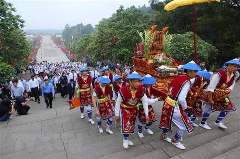 Over 30,000 people flock to Hung Kings Temple