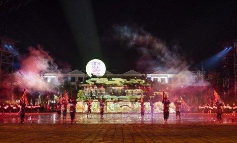 """Siêu quần thể hàng đầu Đông Nam Á """"chiêu đãi"""" du khách những gì trong đêm không ngủ đầu tiên?"""