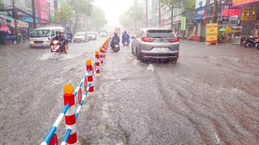 Phòng tránh lốc xoáy, sấm sét, ngập nghẹt đô thị mùa mưa bão