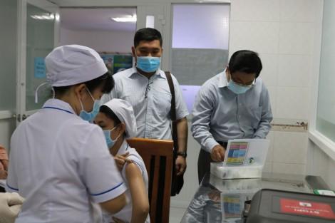 Cần Thơ tiêm vaccine phòng COVID-19 đồng loạt tại 16 điểm