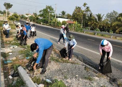 Đoàn Thanh niên tham gia đảm bảo an toàn giao thông