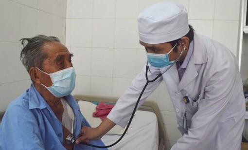 Đặt máy tạo nhịp tim thành công cho cụ ông 100 tuổi