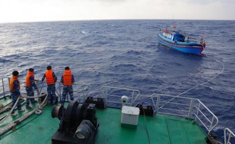 Vững vàng trên biển, cứu giúp ngư dân kịp thời