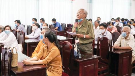 Những người ứng cử đại biểu Quốc hội khóa XV và đại biểu HĐND thành phố gặp gỡ, tiếp xúc cử tri