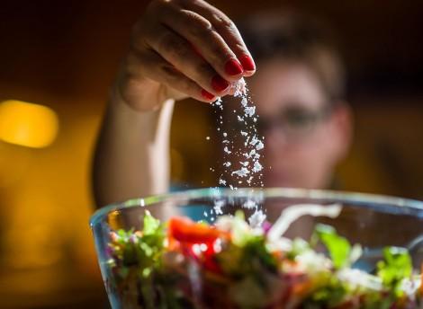 Ăn nhiều muối làm suy yếu hệ miễn dịch