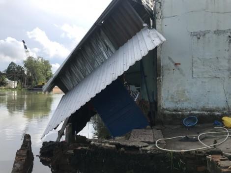 Nhiều căn nhà bị sụp đổ, hư hại do sạt lở, mưa giông