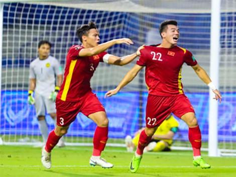 Thắng Malaysia 2-1, tuyển Việt Nam duy trì vị trí đầu bảng G