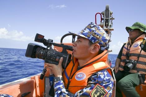 """""""Bắt sóng"""" internet trên biển quốc tế"""