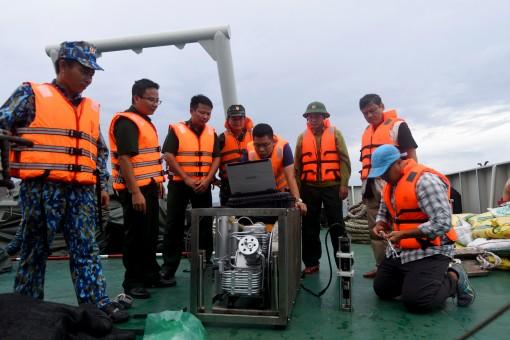 Đoàn Đo đạc biên vẽ hải đồ và nghiên cứu biển phối hợp nghiên cứu, khảo sát môi trường tại huyện đảo Trường Sa
