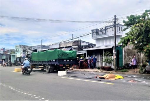 Cà Mau: Xe máy va chạm xe tải, 2 phụ nữ tử vong tại chỗ