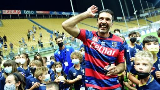 Ở tuổi 43, Buffon trở lại Parma