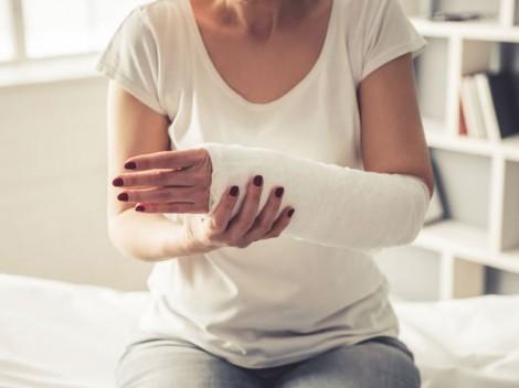 Phụ nữ lớn tuổi cần giám sát tình trạng suy giảm nhận thức và sức khỏe xương