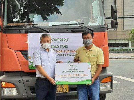 Tiếp nhận 50.000 hộp sữa từ Công ty Sữa đậu nành Việt Nam Vinasoy ủng hộ phòng, chống dịch COVID-19