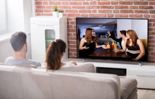 Ngồi xem TV nhiều, tăng nguy cơ mắc chứng ngưng thở khi ngủ