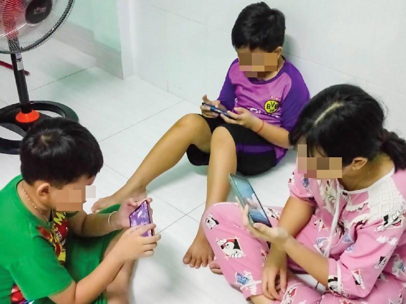 Những ngày giãn cách, phòng ngừa trẻ nghiện điện thoại