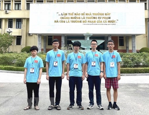 Vietnam bags four golds, four silvers, one bronze at Int'l Physics and Biology Olympiads