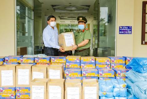Tăng cường nguồn lực tiếp sức các lực lượng phòng, chống dịch, vận động hỗ trợ nhân dân