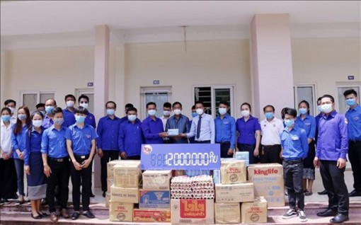Laos assists Vietnamese students in Vientiane amid COVID-19