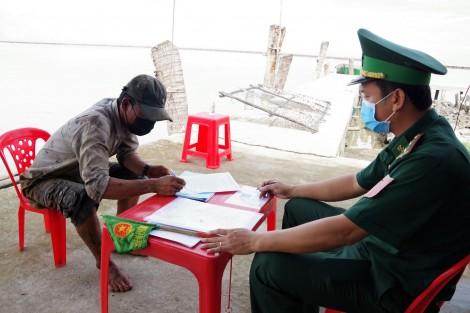 Tình quân - dân nơi tuyến đầu chống dịch