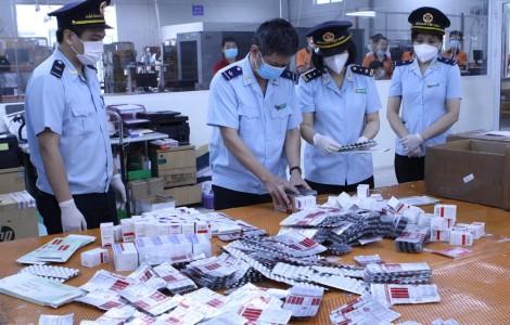 Hải quan bắt giữ hơn 60.000 viên thuốc điều trị COVID-19 nhập lậu