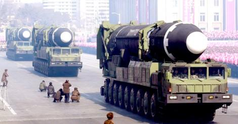 """Hai miền Triều Tiên """"chạy đua tên lửa"""""""