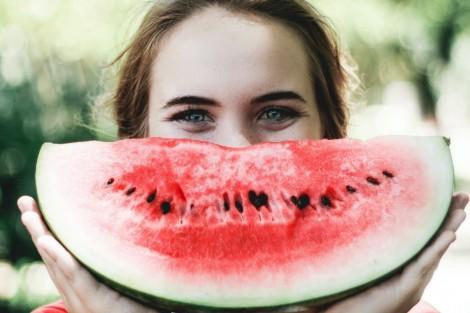 Tập thể dục, tiêu thụ rau quả giúp tăng cảm giác hạnh phúc