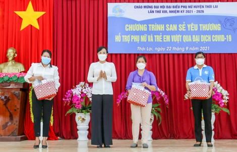 """100 phụ nữ, trẻ em ảnh hưởng dịch COVID-19 được nhận quà """"San sẻ yêu thương"""""""