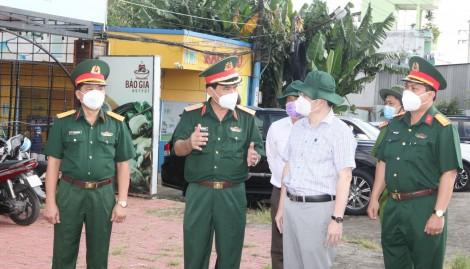 Tư lệnh Quân khu 9 kiểm tra chốt kiểm soát chống dịch COVID-19 ở Cần Thơ